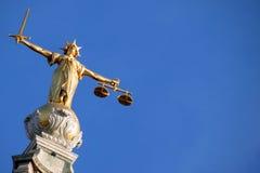 Skalen von Gerechtigkeit (Dame von Gerechtigkeit) Stockfotos