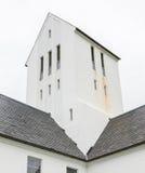 SKALHOLT, IJSLAND - JULI 25: De moderne Skalholt-kathedraal werd voltooid in 1963, voorgesteld op 25 Juli, 2016 en wordt is gesit Stock Foto's