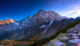 Skaliści szczyty w Wysokich Tatrzańskich górach w Polska, Karpacki pasmo. Obrazy Royalty Free