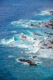 Skaliści kamienie w wodzie, Tenerife, wyspy kanaryjska Obrazy Royalty Free