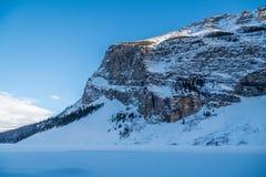 Skalista góra blisko Jeziornego Louise Obrazy Royalty Free