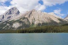 Skalista góra, Maligne jezioro fotografia stock
