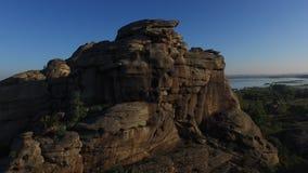 Skalista góra na jeziorze zdjęcie wideo