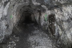 Skalista góra Sklepia i Archiwizuje tunel Zdjęcia Royalty Free