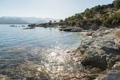 Skalista linia brzegowa pustyni des Agriates w Corsica Zdjęcie Stock