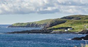 Skalista linia brzegowa w Elliston wiosce wzdłuż wybrzeża palce wyspa wodołaz, Kanada Zdjęcia Stock