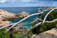 Skalista linia brzegowa w Sardinia, Włochy fotografia royalty free