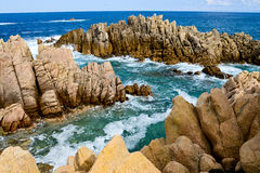 Skalista linia brzegowa w Sardinia, Włochy obraz stock