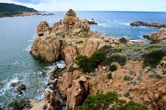 Skalista linia brzegowa w Sardinia, Włochy obraz royalty free