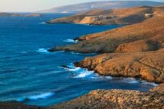Skalista nabrzeżna linia w Grecja obraz stock