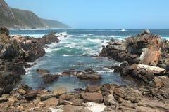 Skalista plaża NA oceanie indyjskim Obrazy Stock