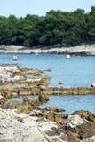 Skalista plaża w Mali Losinj, Chorwacja Obrazy Stock