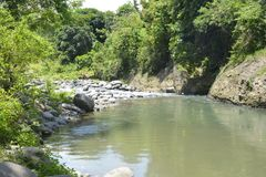 Skalista porcja Ruparan rzeka przy barangay Ruparan, Digos miasto, Davao Del Sura, Filipiny obrazy royalty free
