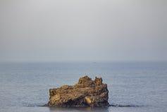 Skalista wyspa blisko muszkata Obraz Stock
