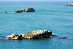 Skaliste formacje w morzu zdjęcie stock