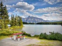 Skaliste góry, Dwa Jack jezioro, Kanada Obrazy Stock