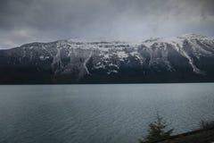 Skaliste góry w Kanada zakrywali w wczesnym śniegu zdjęcie stock