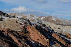 Skalistej góry pogórza w śniegu Obraz Stock