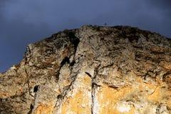 Skalistej góry wierzchołek z krzyżem, Obrazy Stock