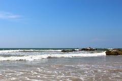 Skalisty brzeg ocean indyjski, Bentota, Sri Lanka obrazy royalty free