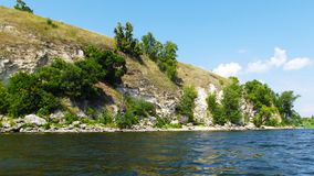 Skalisty brzeg rzeki zdjęcie stock