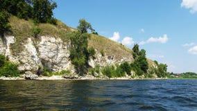 Skalisty brzeg rzeki zdjęcia stock