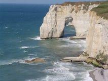 Skalisty cypel w morze Zdjęcia Royalty Free