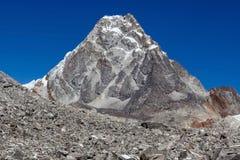 Skalisty halny szczyt w Sagarmatha parku narodowym Zdjęcia Stock