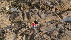Skalisty krajobraz przy Malina głową przy Atlantyckim wybrzeżem Irlandia zbiory wideo