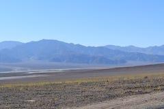 Skalisty krajobraz w Śmiertelnym Dolinnym Kalifornia zdjęcia stock