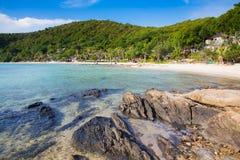 Skalisty na plaży nad seacoast Obraz Royalty Free
