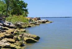 Skalisty punkt na Jeziornym Lewisville, Teksas Zdjęcie Stock