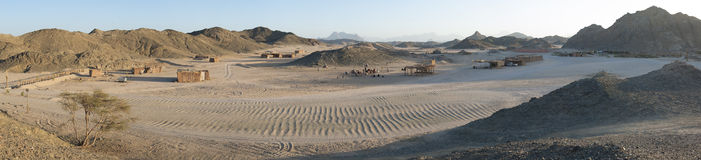 Skalisty pustynia krajobraz z górami Zdjęcie Stock