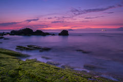 Skalisty seashore wschód słońca Zdjęcia Stock