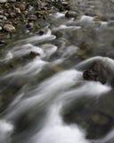 Skalisty strumienia spływanie Zdjęcie Royalty Free