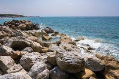 Skalisty włoszczyzny wybrzeże w Campora San Giovanni Fotografia Royalty Free