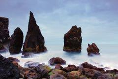 Skalisty wybrzeże blisko Reykjanes zdjęcie stock