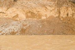 Skalisty wybrzeże na rzece zdjęcia royalty free