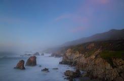Skalisty wybrzeże pacyfiku Kalifornia fotografia royalty free