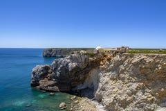 Skalisty wybrzeże przy forte robi Beliche, Portugalia obrazy royalty free