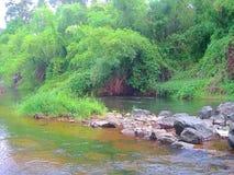 Skalisty wybrzeże rzeka w Tajlandia zdjęcie stock