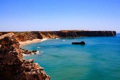 Skalisty wybrzeże w Portugalia zdjęcia stock