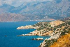 Skalisty wybrzeże blisko Agios Nikolaos na Crete Fotografia Stock