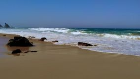 Skalisty wybrze?e Portugalia, fale Atlantycki ocean zbiory wideo