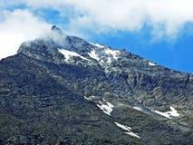 Skalisty wysokogórski szczytowy Mättlenstöck w Glarus Alps pasmie górskim zdjęcie royalty free