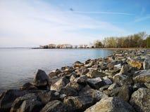 Skalisty załzawiony jezioro obrazy royalty free