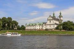 Skalka和维斯瓦河大道的教会在老镇在Krak 免版税库存图片