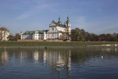 Skalka, St Stanislaus kościół w Krakow, widok od Vistula rzeki Zdjęcia Stock