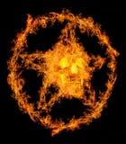 Skalle i orange flammapentagram Arkivbild