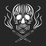 Skalle med korsad cigaretter och rök Röka skadabegrepp Dag av den döda vektorillustrationen Svartvit retro tatuering s Fotografering för Bildbyråer